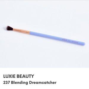 Luxie blending brush
